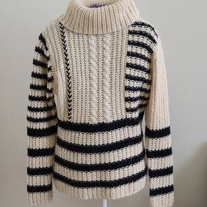 Sweater wool like new  white and black